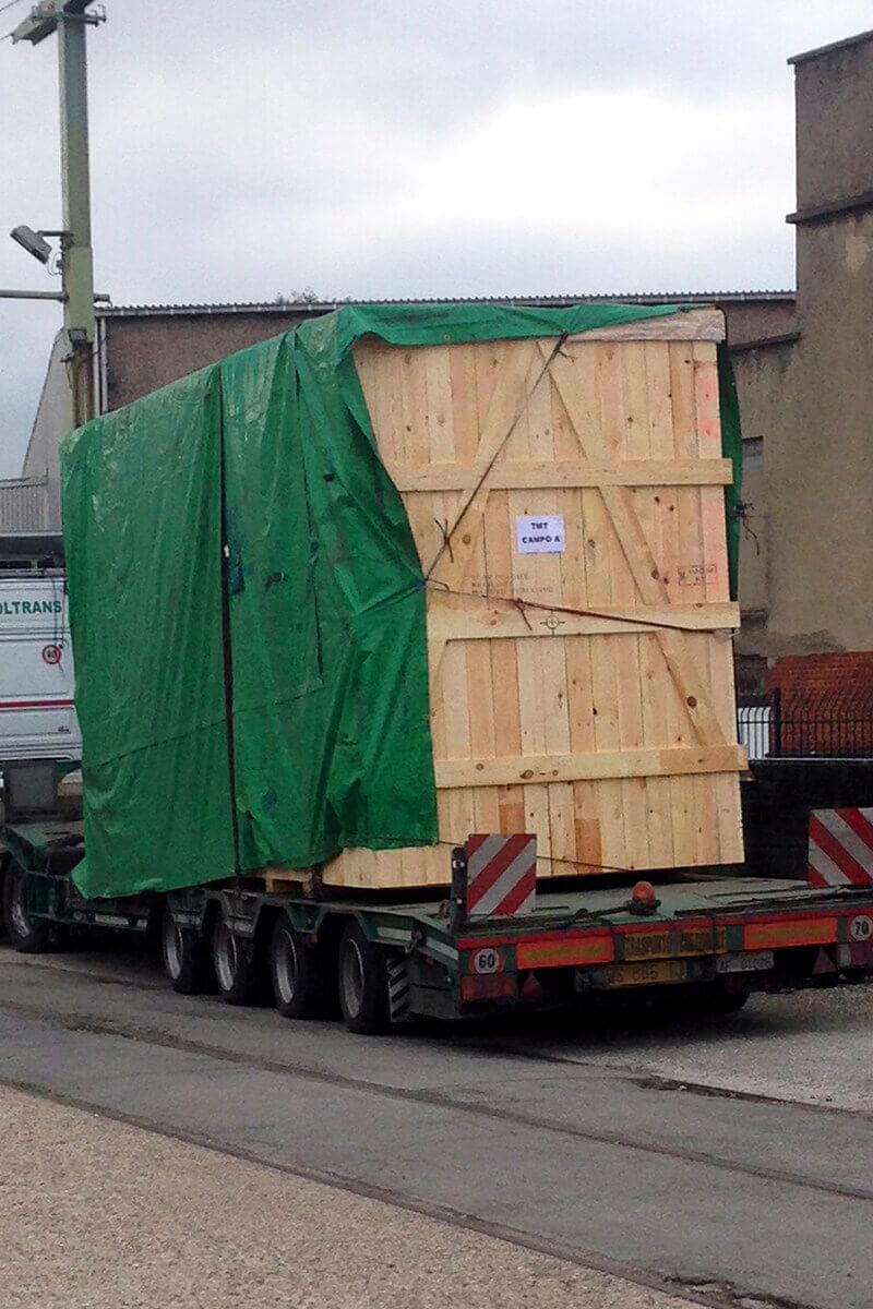 allpack-services-aufladen-eines-hochofens-auf-eine-ladeplatte-1